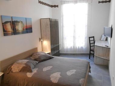 Chambre-Haute-de-la-Draperie_ Chambres d'Hôtes -La Maison d'Olivier.jpg