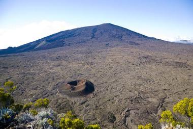 Vue sur le Formica Léo et le volcan
