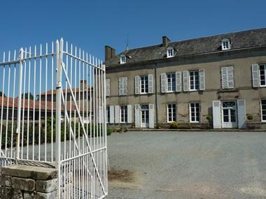 logis girardière-façade barrière.jpg