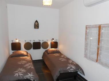 Appartement LES OLIVIERS _ Chambre- Meublés Saisonniers - La Maison d'Olivier.jpg