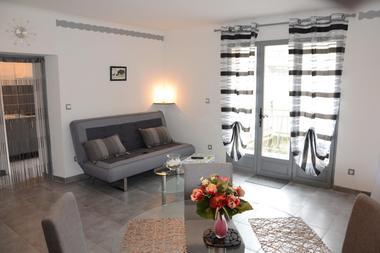 Studio Romantique Mireille_Séjour2- Meublé Saisonnier - La Maison d'Olivier.jpg