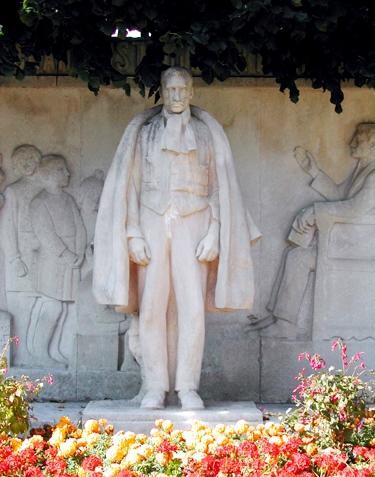 monument-legrand-valenciennes.jpg