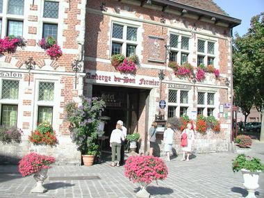 Valenciennes- Bon Fermier-façade fleurie.JPG