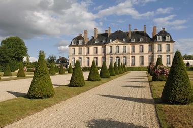 Page 7 - Nogent - Chateau Motte.jpg