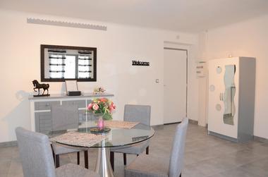 Studio Romantique Mireille_Séjour6- Meublé Saisonnier - La Maison d'Olivier.jpg