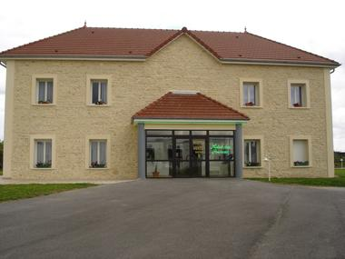 Hôtel des Sources - Façade.JPG