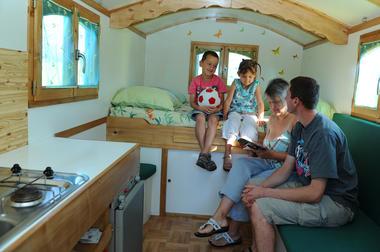 photo intérieur roulotte (PW) 9196.JPG