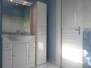 les glycines-salle de douche-sit.jpg