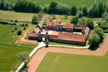 chateau-ferme-rampemont.jpg