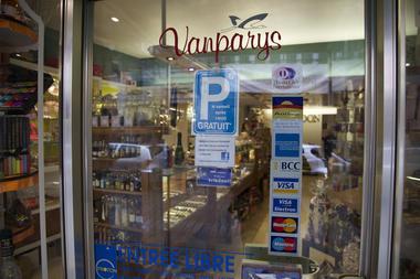 ducardon-vitrine1-mons.jpg