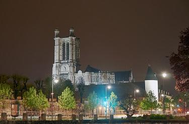 Cathédrale de nuit (c)Fotolia