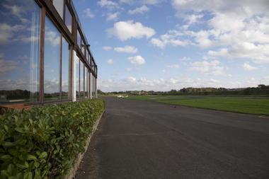 aerodromestghislain-piste.jpg