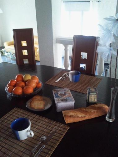La Guignolette chambre hote petit déjeuner.jpg