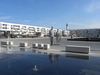 Statue-Général-de-Gaulle-etYvonne-Vendroux (15).JPG