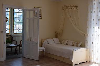 villa bleue-ch Angélus- lit1 pers-internet.jpg
