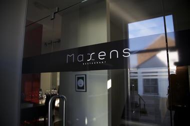 maxens-vitrine1-mons.jpg