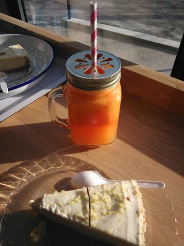 tonton farine Jus de carotte et cheese cake.jpg
