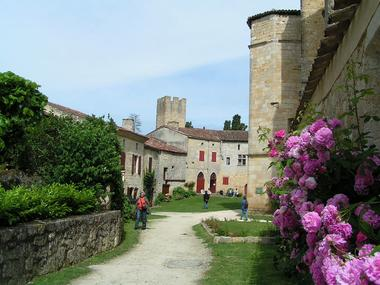 Visite de groupe du village de Larressingle dans le Gers