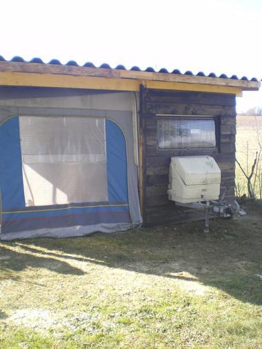 Caravane aménagée en chalet