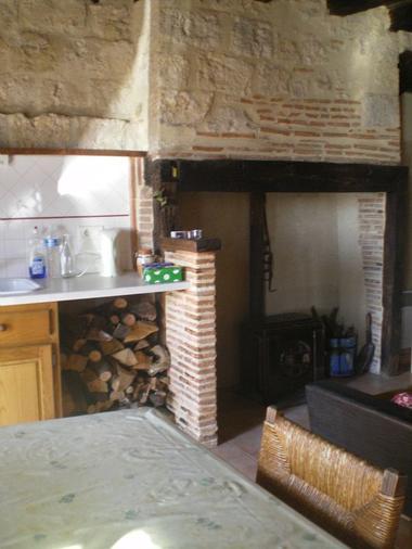 Salle commune avec cheminée