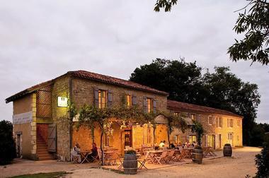 Collection Tourisme Gers/Auberge de Larressingle