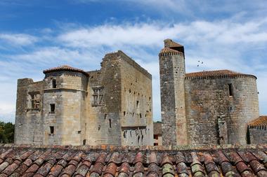 Château et église de Larressingle
