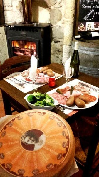 Repas charcuterie au Restaurant l'Estanquet