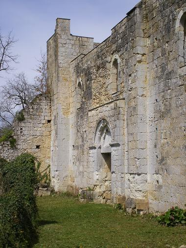 Tour fortifiée de l'église Saint Pierre de Genens