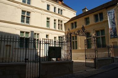 Musée Jean de la Fontaine Ext < Château Thierry < Aisne < Picardie