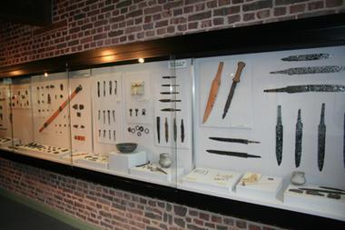 Musée des Temps Barbares I < Marle < Aisne < Picardie