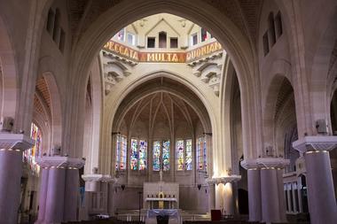 Dans l'église de Mont Notre Dame