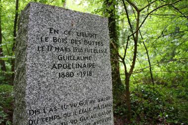 Stèle de Guillaume Apollinaire 2015 I < La Ville-aux-Bois-lès-Pontavert < Aisne < Picardie