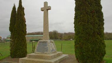 Monument britannique 2e Bataillon Devonshire Regiment III < La Ville-aux-Bois-les-Pontavert < Aisne < Picardie