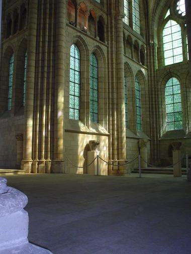 Abbaye St-Léger_interieur < Soissons < Aisne < Picardie