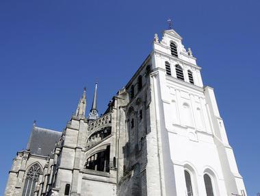 Basilique < Saint-Quentin < Aisne < Picardie