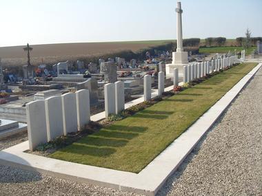 Cimetière communal de Vermand < Guerre 14-18 < WWI < Vermand < Aisne < Picardie < France