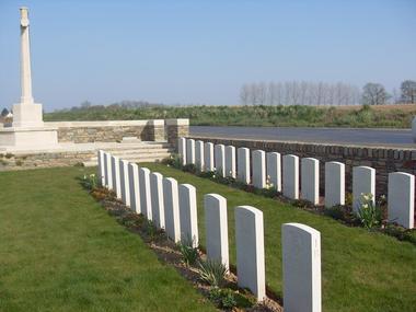 Cimetière britannique de Joncourt < Guerre 14-18 < WWI < Joncourt < Aisne < Picardie < France