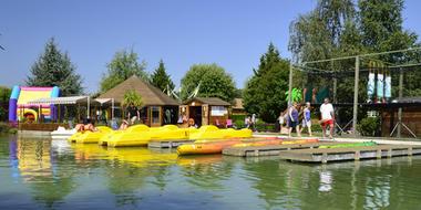 Canoes sur le lac