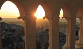 Cathédrale de Laon vue de nuit à travers les tribunes < Laon < Aisne < Picardie