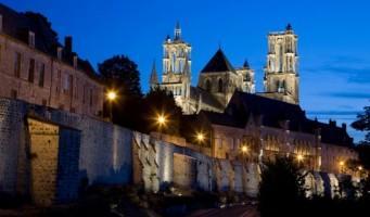 Cathédrale de Laon de nuit < Aisne < Picardie
