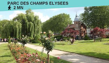 Au bout de la rue se trouve le parc des Champs-Elysées