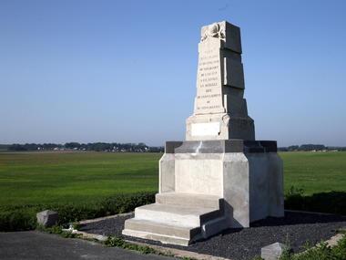 Le monument commémorant la bataille de Saint-Laurent, sur le site du champ de bataille