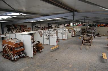 Musée au Matériel d'antan < La Neuville-les-Dorengt < Aisne < Picardie