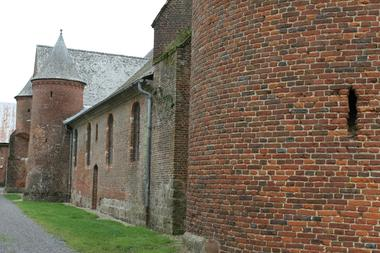 Eglise 1 < Plomion < Aisne < Picardie