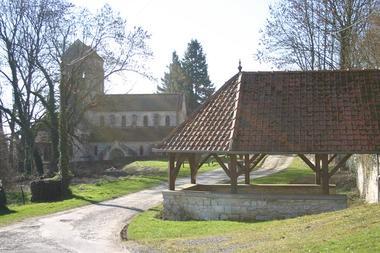 Eglise de Lierval < Aisne