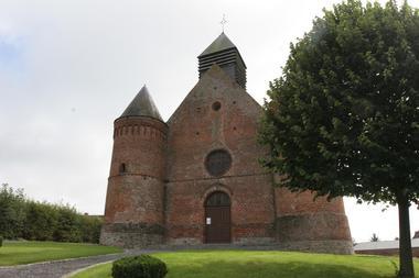 Facade de l'église fortifée d'Esquéhéries < Thiérache < Aisne < Picardie