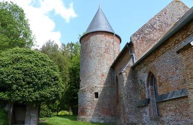 Eglise fortifiée < Grandrieux < Aisne < Picardie