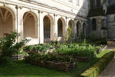 Jardin médiéval du cloître Saint-Martin < Laon < Aisne < Picardie