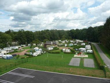 Camping municipal le Lac de Condé_caravanes<Le Nouvion-en-Thiérache<Aisne<Picardie