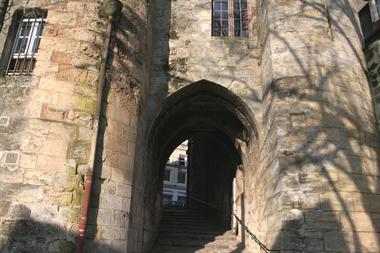 Porte des Chenizelles II < Laon < Aisne < Picardie